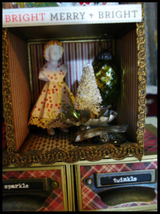 Christmas Assemblage Cube Detail2